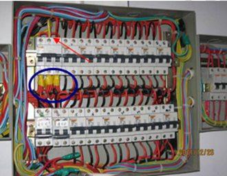 漏电开关三相四连接线图片